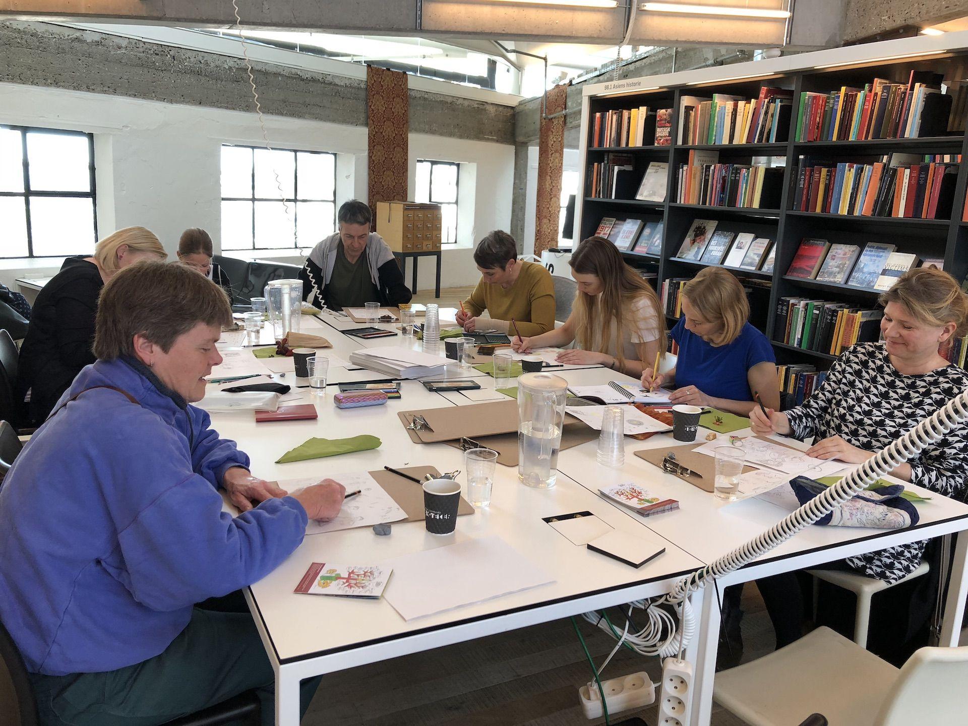 Foto af Tegn en Bog workshop på biblioteket i Helsingør